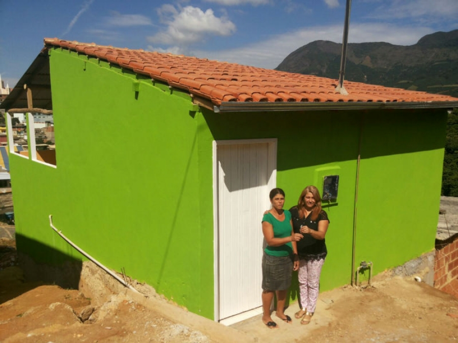 Novas Moradias São Entregues a Famílias Carentes Em São João do Manhuaçu